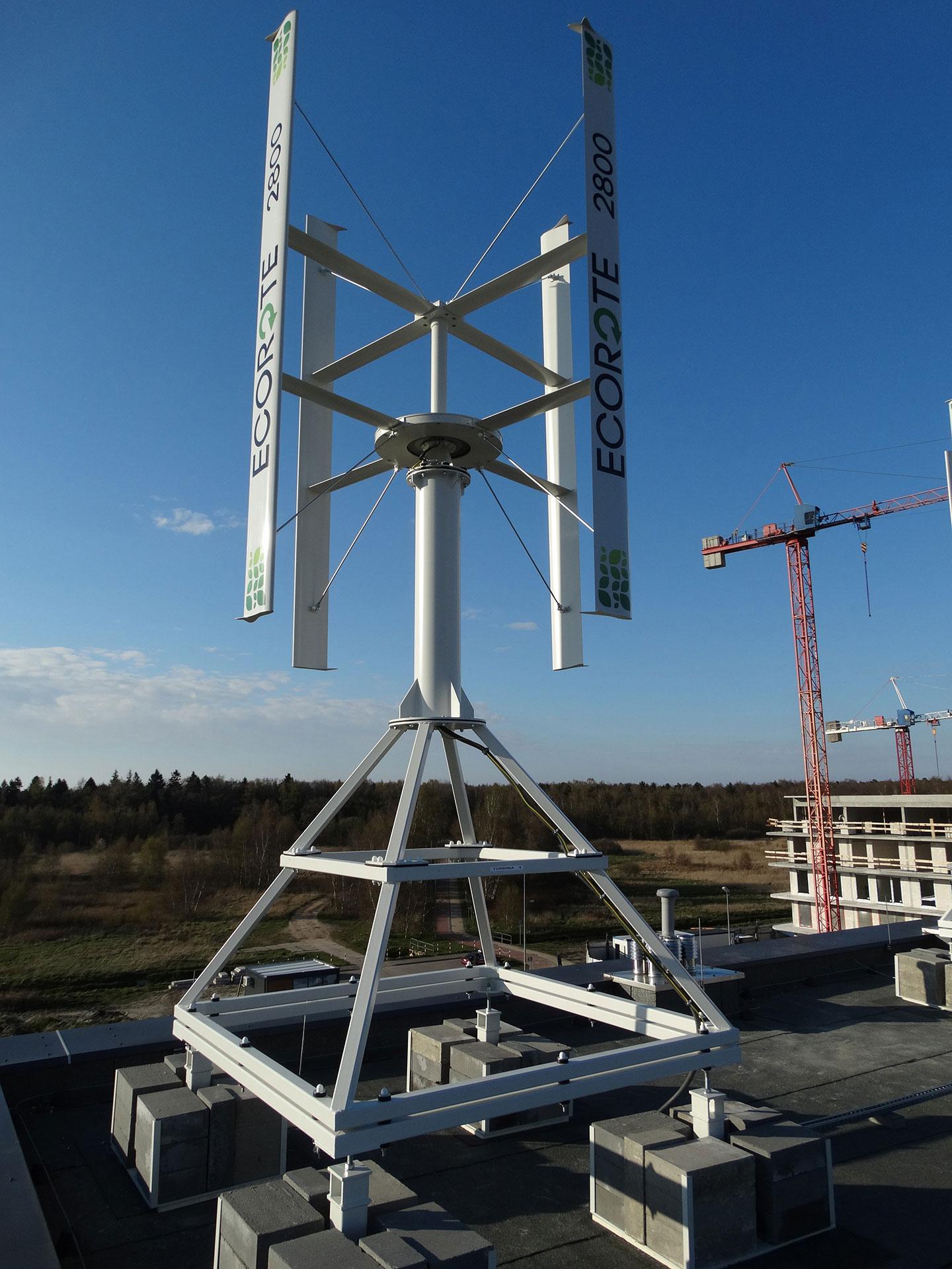 Turbina wiatrowa omocy 2800W zainstalowana nabloku mieszkalnym wGdańsku.